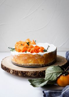An incredibly creamy and luscious cheesecake topped with persimmons and a salty pretzel crust! Creamy Cheesecake Recipe, Homemade Cheesecake, Easy Cheesecake Recipes, Dessert Recipes, Simple Cheesecake, Desserts, Vegan Cheesecake, Raisin Cake, Raisin Recipes