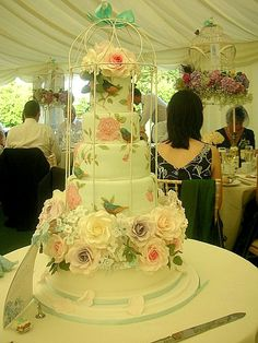 Lovely cake painting... I would have to practise my skills!