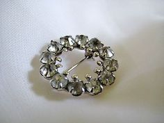 Mid Century Vintage Circle Brooch Pin    ....SOLD