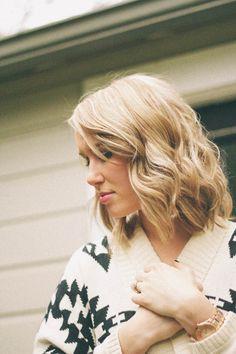 wavy dark blonde hair color love the hair color Dark Blonde Hair Color, Blonde Wavy Hair, Light Blonde Hair, Level 8 Hair Color, Shortish Hair, Dye My Hair, Hair Day, Gorgeous Hair, Pretty Hairstyles