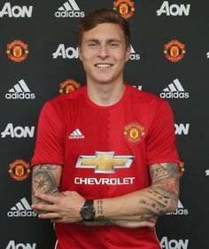 Manchester United have completed the signing of Victor Lindelof from Benfica after the defender passed a medical. Lindelof, who has cost United arrived at Carrington on Wednesday. Manchester United Legends, Official Manchester United Website, Manchester United Players, Premier League Champions, Uefa Champions, Manchester United Transfer News, Man Utd News, Adidas, Athletic Men