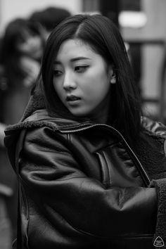 dedicated to female kpop idols. Extended Play, South Korean Girls, Korean Girl Groups, Avant Grade, Camera Shy, Korean Star, Street Style Summer, Clc, Soyeon