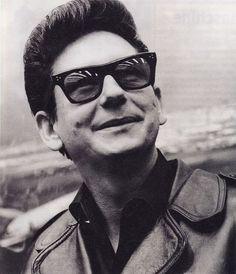 Roy Orbison Smiling #RoyOrbison #RockNRoll #Singer #Music http://zrockblog.com/roy-orbison-smiling/