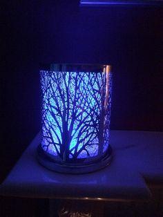 Lumottu metsämaa & väriä vaihtava kynttiläalusta.