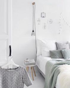 Een kijkje in de slaapkamer ♡ Heel veel foto's van onze slaapkamer op mijn blog. Link in bio! :)