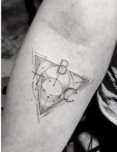 Tatouage  géométrique sur le bras #tatouage #geometrie #graphique #tatoo