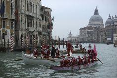 People dressed in Santa Claus costumes row boats on the Venice canal People dressed in Santa Claus costumes row boats on the Venice canal December 21, 2013. REUTERS