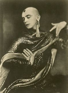 Sasha Velour is that you? Cabaret, Body Reference, Arte Horror, Vintage Photographs, Vintage Costumes, Old Photos, Poses, Black And White, Beautiful