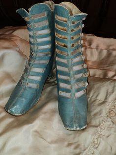 Rare Robins Egg blue High boot Victoian ca Milk glass buttons Museum deaccession Victorian Shoes, Victorian Fashion, Vintage Fashion, Old Boots, High Boots, Shoe Boots, 1800s Clothing, Antique Clothing, Vintage Boots
