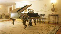 Grand piano at the Tivoli Palácio de Seteais, Sintra, Lisbon. http://www.kiwicollection.com/hotel-detail/tivoli-palacio-de-seteais#
