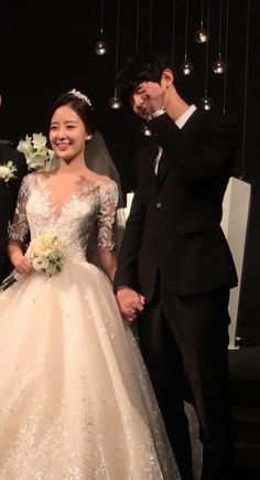 181013 Chanyeol with his sister Yoora on wedding ceremony Kpop Exo, Park Chanyeol, Cute Wallpaper Backgrounds, Cute Wallpapers, Wedding Ceremony, Wedding Gowns, Chansoo, Always Smile