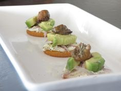 Your Oyster Recipe of the Day: Smoked Oyster and Avocado Crackers. Super simple, super yummy treat for game day (or any party). Julie at Mitts and Measures guarantees satisfaction with this recipe. Canned Oysters, Smoked Oysters, Paella, Kentucky, Tapas, Mezze, Oyster Recipes, Easy Healthy Dinners, Cookbook Recipes