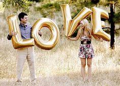 As letras gigantes ficam incríveis nas fotos do pré wedding