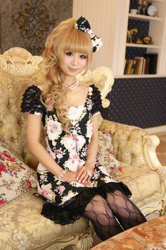 "•○~ Hime Gyaru, 姫ギャル, ""princess girl"" ♥ Jesus Diamante - dress - floral print - lace - tights - pearl necklace - hair bow - curls -  jewelry - Rococo decor - cute - kawaii - Japanese street fashion✮ ~•○"