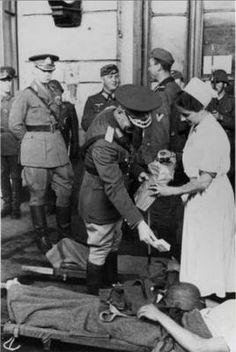 While visiting a field-hospital in Basarabia - Front, Marshal Antonescu distributed cigarettes to the first wounded German soldiers of the Operation München - 2 July 1941 Romanian Royal Family, German Soldier, World War Ii, Wwii, Germany, Army, 80s Style, World War Two, Volunteers