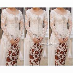 Fitting  #kebaya #pengantin #wedding #weddingdress #batik #perkawinan #lace #swarovski #verakebaya ❤️❤️❤️