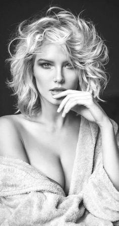 Black and White Fashion Photography Examples — Richpointofview Portrait Photo Portrait, Portrait Photography Poses, Photography Poses Women, Beach Portraits, Glamour Photography, Amazing Photography, Fashion Photography, Hair Photography, Photography Flowers