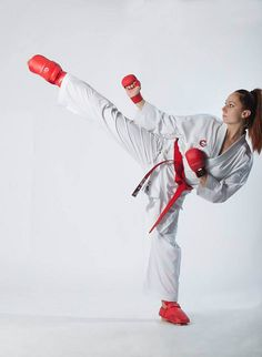 Female Martial Artists, Martial Arts Women, Mixed Martial Arts, Karate Girl, Jiu Jitsu, Poses, Kicks, Beautiful Women, Exercise