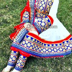 #afghan #style #dress #girl Afghan Clothes, Afghan Dresses, Stylish Dresses, Nice Dresses, Afghan Girl, Ethnic Outfits, Indian Suits, Vintage Wear, India Fashion