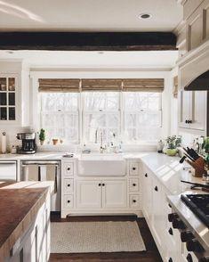 Cozy farmhouse decor Kitchen Cabinet Remodel, Farmhouse Kitchen Cabinets, Modern Farmhouse Kitchens, Rustic Kitchen, Home Kitchens, Farmhouse Style, Rustic Farmhouse, Farmhouse Ideas, Farmhouse Sinks
