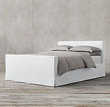Slipcovered Parsons Platform Bed with Footboard