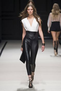 Elisabetta Franchi at Milan Fashion Week Spring 2016 - Runway Photos