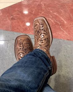 Western Shoes, Western Outfits, Western Style, Womens Cowgirl Boots, Cowboy Boots, Custom Boots, Horse Barns, Boot Shop, Saddles