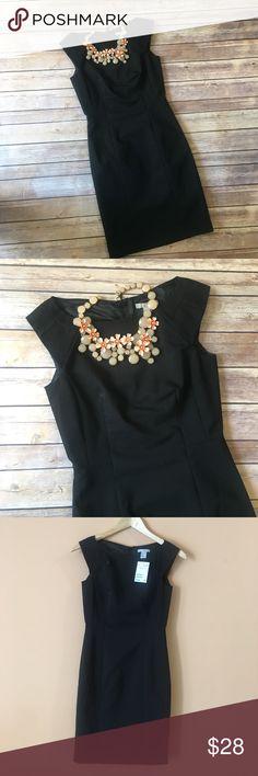 "NWT H&M Fitted Black Career Dress NWT H&M Fitted Black Career Dress. Pit to pit 15.5""/ waist flat 12.5""/ hips flat 14.5""/ length 34"" H&M Dresses"
