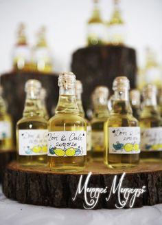 DIY home made limoncello as a wedding favor! Visit:  http://mennyeimenyegzo.blog.hu/2013/09/23/dori_es_csabi_eskuvoje