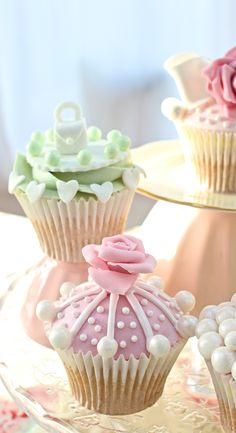 Beautiful Cake Pictures: Cutest Little Girl's Cupcakes Photo - Cupcake - Fancy Cupcakes, Pretty Cupcakes, Beautiful Cupcakes, Girl Cupcakes, Yummy Cupcakes, Cupcake Cookies, Green Cupcakes, Cupcake Art, Beautiful Cake Pictures