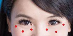 Eine außergewöhnliche japanische Technik lässt Deine Augen jünger aussehen — Du brauchst nur eine Minute Zeit Una técnica japonesa extraordinaria hace que tus ojos se vean más jóvenes: solo necesitas un minuto Massage Dos, Face Massage, Diy Beauty, Beauty Hacks, Makeup Tips, Eye Makeup, Beauty Corner, Facial Exercises, Les Rides