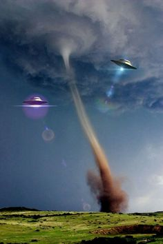 UFO tornados Les Aliens, Aliens And Ufos, Ancient Aliens, Strange History, History Facts, Unexplained Mysteries, Alien Invasion, Space Aliens, Alien Art