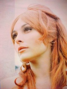 model and actress Sharon Tate with red hair from the 1966 movie 'The Fearless Vampire Killers'. Charles Manson, Roman Polanski, Beautiful Redhead, Beautiful People, Red Hair Day, Blonde Moments, Retro Makeup, Old Movie Stars, Sharon Tate