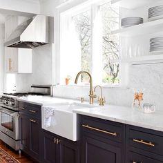 White upper shelves / cabinets, black lower. Interesting two tone. #kitchendesign # kitchencabinets