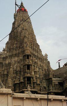 Dwarakadheesh temple in Dwarka - Gujarat, India Indian Temple Architecture, Ancient Architecture, Beautiful Architecture, Temple India, Hindu Temple, Le Siecle, Amazing India, Templer, India Travel