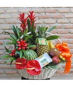 Fruit Flower Basket, Fruits Basket, Mayo, Gift Baskets, Wedding Gifts, Projects To Try, Bouquet, Wreaths, Table Decorations