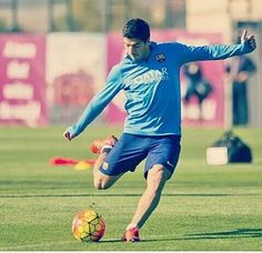"""ChelseamidfielderCesc Fabregasis disappointed to have missed out on the opportunity of playing withLuis Suarezat Barcelonaand says he hopes his friendLionel Messiis fit to faceReal Madridin the Clasico.  Fabregas spent three seasons at Barca but left the same summer Suarez arrived from Liverpool - in 2014 - meaning the two never played together at Camp Nou. """"Barcelona have fantastic players"""" the 28-year-old toldGoalin an exclusive interview. """"The three in attack decide matches even though…"""