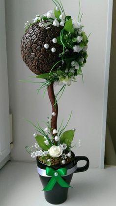 ПОДБОРКИ ТОПИКОВ НА РАЗНУЮ ТЕМАТИКУ И ЦВЕТ   ТОПИАРИИ СВОИМИ РУКАМИ Hobbies And Crafts, Diy And Crafts, String Balloons, Coffee Bean Art, Topiary Centerpieces, Teacup Crafts, Topiary Trees, Coffee Crafts, Coffee Shop Design