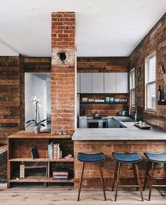 Do you like this wooden kitchen? Beauregard House is designed by Low Design Office and can be found in San Antonio,… Modern Farmhouse Kitchens, Farmhouse Kitchen Decor, Wooden Kitchen, Industrial Kitchens, Country Kitchen, Kitchen Sink, Industrial Style, Kitchen Cabinets, Design Loft