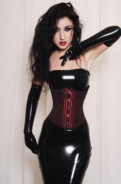 Latex Fashion: Marilyn Yusuf want to fit in this so bad I can taste it! Meow.
