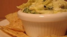 Hot Artichoke and Spinach Dip II I have tried a couple spinach artichoke dip recipes this us the best so far! Appetizer Dips, Appetizer Recipes, Delicious Appetizers, Hot Artichoke Spinach Dip, Artichoke Hearts, Baked Artichoke, Artichoke Recipes, Dip Recipes, Cooking Recipes