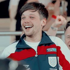 One Direction Louis, Louis Tomlinsom, Louis And Harry, Louis Tomlinson Tumblr, Cuddle Love, Larry Shippers, Sun And Stars, Louis Williams, Wattpad