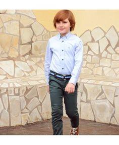4d0f58318 Conjunto para niños desde 2 años hasta 8 años. Camisa en color azul con  botones