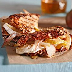 Taleggio and Pear Panini Taleggio, a mild and creamy Italian cheese with a slight fruity tang, stars with ripe pear slices and a smidge of honey in this easy grilled cheese panini recipe. If you don't have Taleggio, try Brie cheese instead. Grilled Sandwich Recipe, Panini Recipes, Easy Sandwich Recipes, Vegetarian Sandwiches, Lunch Recipes, Yummy Recipes, Best Grilled Cheese, Grilled Cheese Recipes, Wrap Sandwiches