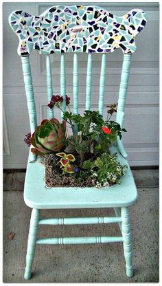 6 Thrilling Tricks: Backyard Garden Landscape How To Grow backyard garden landscape how to grow.Backyard Garden Plants How To Grow backyard garden planters succulents.Large Backyard Garden How To Build. Diy Garden, Garden Projects, Garden Pots, Balcony Garden, Herb Garden, Old Wooden Chairs, Old Chairs, Dining Chairs, Black Chairs