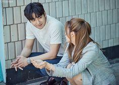 Ngắm vẻ điển trai 'vô bờ bến' của luật sư Ji Chang Wook trong 'Suspicious Partner'