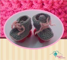 Modelo N° 60: Patines  Agujetas de color de rosa, Zapatitos tejidos a crochet en forma de patines, divertidos y unicos