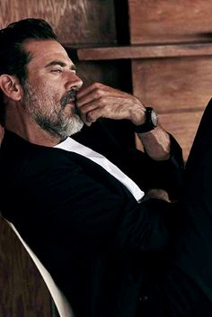 Left Alone — Jeffrey Dean Morgan by John Russo for Esquire . Jeffrey Dean Morgan, John Winchester, Beard Lover, Character Aesthetic, Most Beautiful Man, Esquire, Robert Pattinson, Face Claims, Man Crush