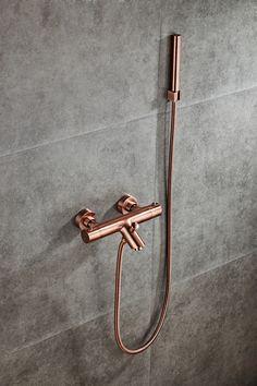 De Copper badkraan is een thermostatische kraan met een beveiliging op 38 graden. De kraan is volledig van messing en heeft door de afwerking een prachtige uitstraling. De hart op hart afstand van de kraan is 15cm. #badkamer #bathroom #faucet #bath #bad #badkraan #koper #copper B & B, Interior And Exterior, Interior Design, Michael Kors, Bathrooms, Copper, Inspireren, Bathroom Ideas, Success