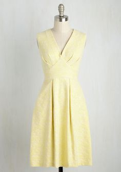 Glow Resolution Dress by Closet London - Yellow, Solid, Daytime Party, A-line, Sleeveless, Summer, Woven, Best, Mid-length, Floral, Pleats